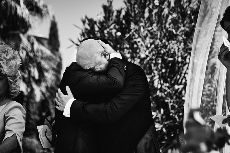 abrazo padre hijo boda